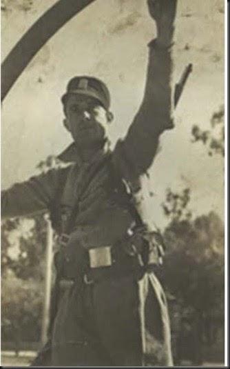 JOSE PALMA de uniforme y aro