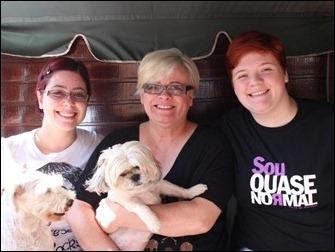 A nora Taís, a mãe Beth Cerquinho e a filha 'Tata'
