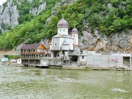 7. Manastirea Mraconia.JPG