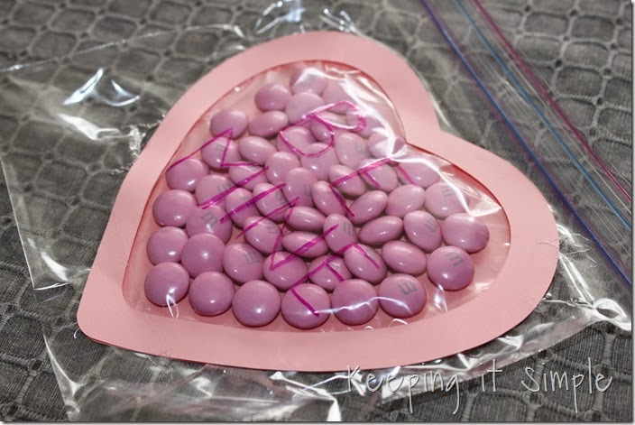 Valentine's-Day-M&M-Candy-Pouches #freeprintable (4)