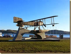 20131129_WW1 plane monument river park (Small)