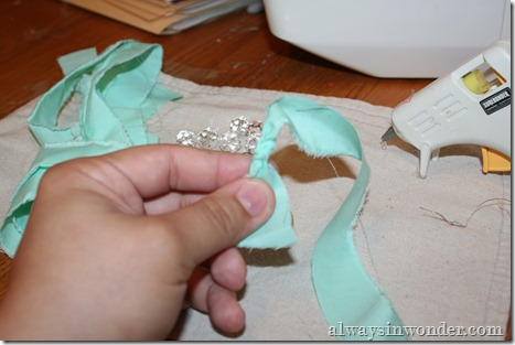 how_to_make_rose_necklace_with_fabric (4)
