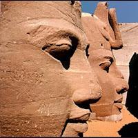 35.- Rostros de los colosos de Abu-Simbel