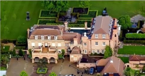 Beckham e sua mulher vendem mansão
