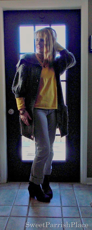 chunky sweater, grey skinny jeans, yellow shirt and booties3