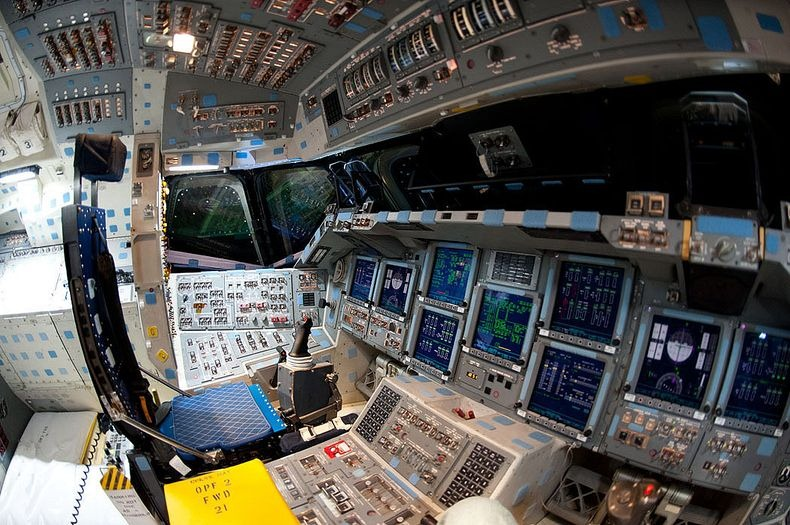 endeavour-flight-deck-9