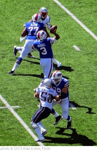'E.J. Manuel throwing a pass' photo (c) 2013, Alan Kotok - license: https://creativecommons.org/licenses/by/2.0/