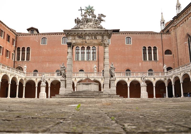 Chiostro trinita 04