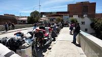 Motorradschlange bei der Einreise nach Bolivien