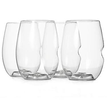 The thumbprint indents in these wine glasses lend them a casual and playful design. Also, the fact that they don't have a stem means they're much more practical for outside! (remodelista.com)