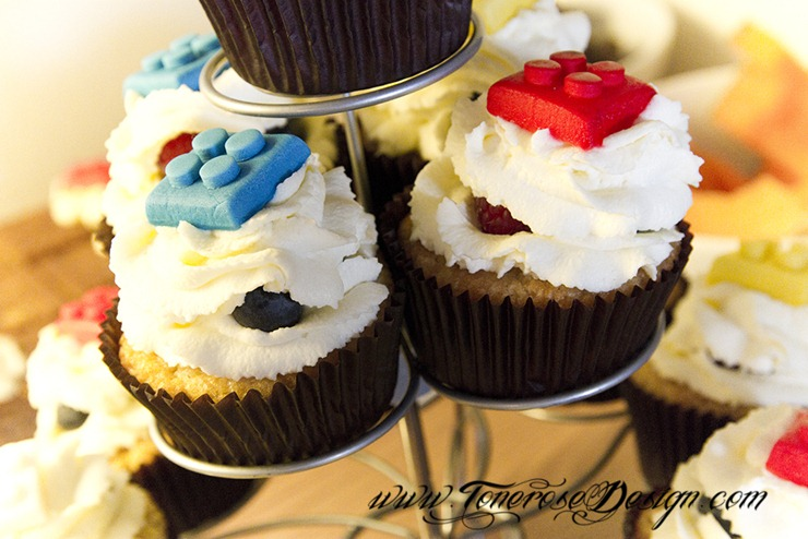 IMG_0352 lego cupcakes