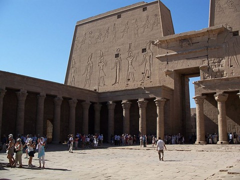 Edfu_Temple_Inside