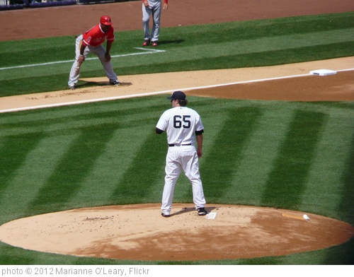 'Phil Hughes on the mound' photo (c) 2012, Marianne O'Leary - license: http://creativecommons.org/licenses/by/2.0/