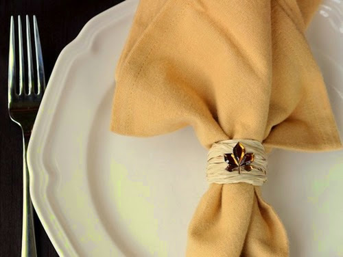 Fall-DIY-napkin-rings-using-raffia