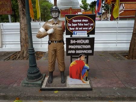03. Politia thailandeza in Bangkok.JPG