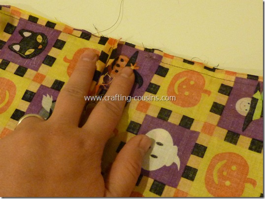 Trick or Treat bag tutorial by Crafty Cousins (17)