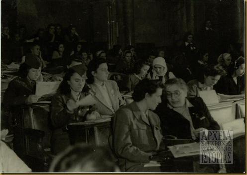 Φωτογραφία από το 2ο Συνέδριο της ΠΑΓΚΟΣΜΙΑΣ ΔΗΜΟΚΡΑΤΙΚΗΣ ΟΜΟΣΠΟΝΔΙΑΣ ΓΥΝΑΙΚΩΝ που έγινε στη Βουδαπέστη 1-6 Δεκέμβρη το 1948. (Φωτογραφικό αρχείο Α.Σ.Κ.Ι.)