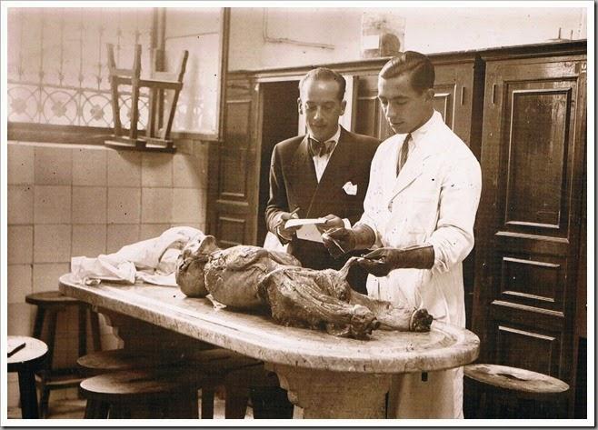 Facultad de Medicina de Valencia. Lección de anatomía. Años 30