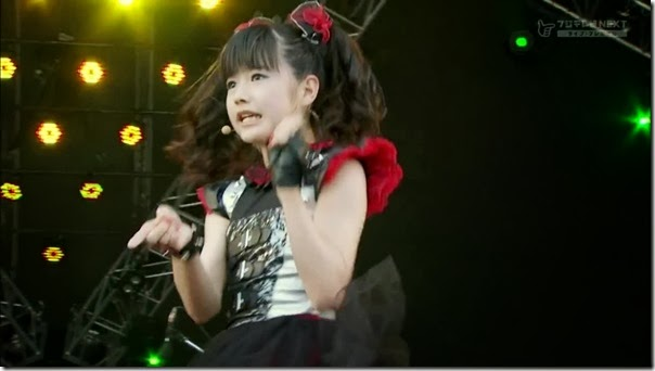 BABYMETAL_catch-me-if-you-can_08