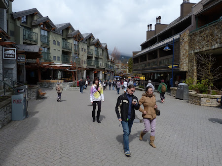 Imagini Canada: zona comerciala Whistler Town