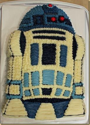 R2D2 cake 4