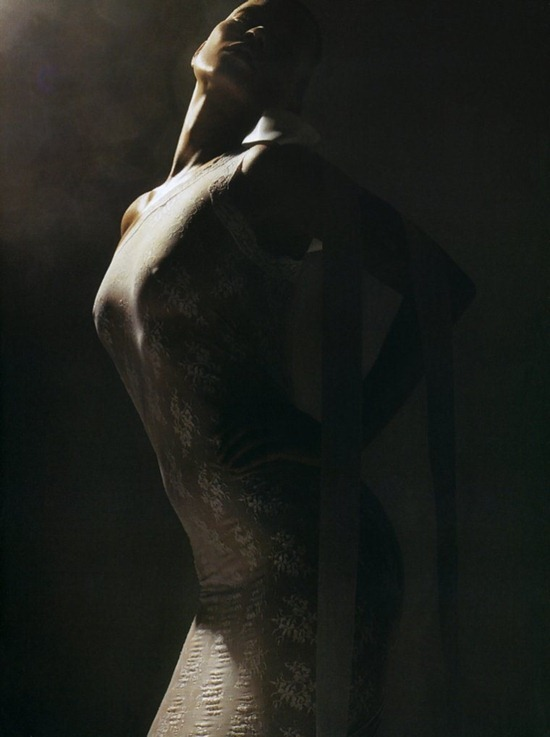 Vogue-Italia-March-2006-kate-moss-by-mario-sorrenti-4