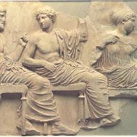 12.- Fidias. Friso del Partenín, Poseidón, Apolo y Artemisa
