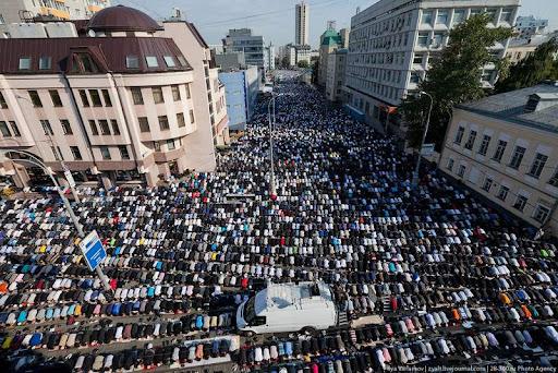 Общий вид улицы Гиляровского во время Курбан-байрама