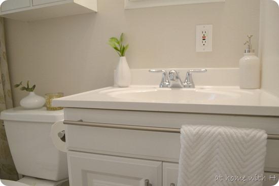 bathroom_handtowel3_athomewithh