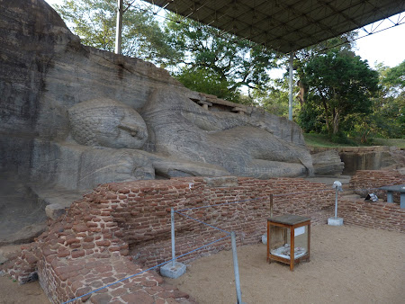 Obiective turistice Sri Lanka: reclining Buddha