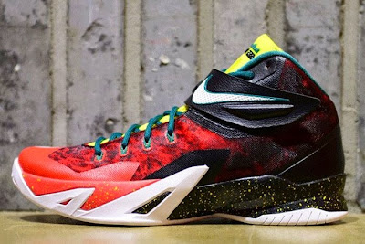 nike zoom soldier 8 gr red black fade 2 03 Zoom Soldier 8 in Black, White, Red and Yellow (688579 016)