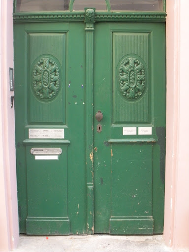 Emerald is such an interesting idea for a door color. It's bold, but earthy. A good choice if you want a unique front door. (Prague)