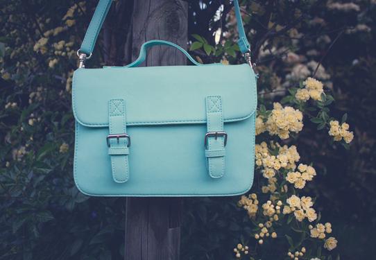 This mint satchel purse is my new favourite handbag | Lavender & Twill