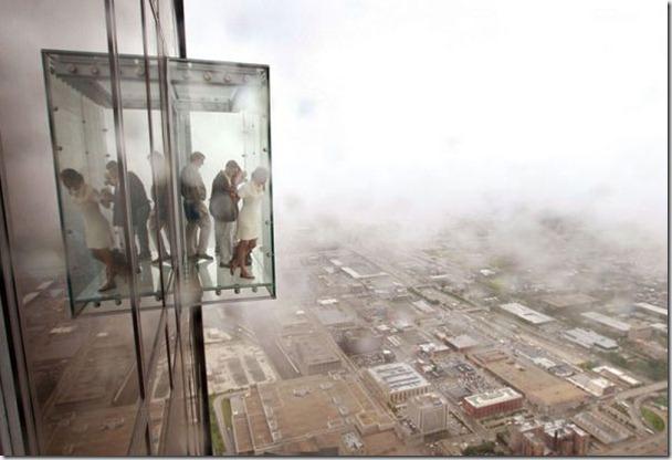 你敢站在這裡103樓高的地方往下看嗎!