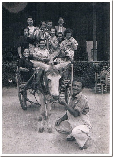 1942 UN NUEVO AÑO_Carro festiu en la Fira de Juliol. Vale_ncia