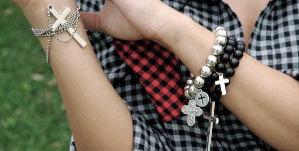 bracelet-cross-fashion-jewellery-sabo-skirt-Favim.com-151588