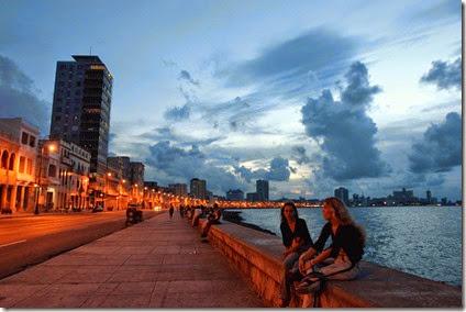 Malecon_La_Habana_Cuba