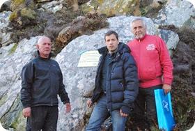Intendente Juan Pablo de Jesús junto a ex combatientes Walter Goñi y Ruben Luján