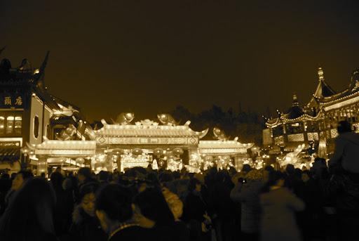 Shanghai Fête des Lanternes 2012 - Foule massée près du Jardin Yu