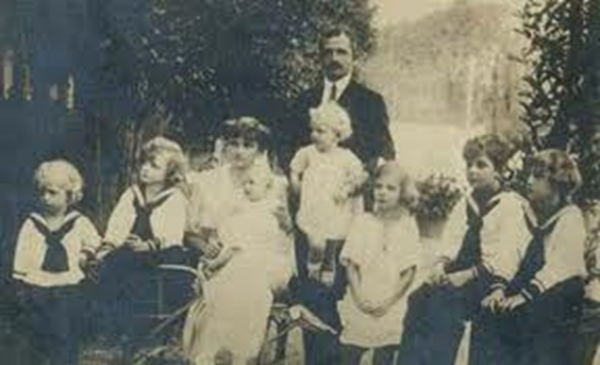 Carlos, Zita y su familia en su exilio en Suiza