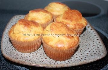Roasted Red Pepper Hummus Corn Muffins