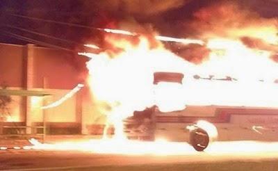 onibus pegando fogo