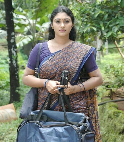 actress sreeja chandran hot photos malayalam tv serial actress saree ...