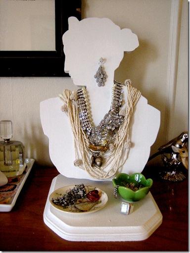 1bust_jewelry