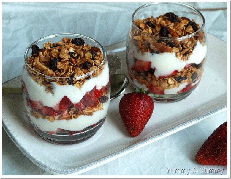 Straw berry, yoghurt and granola Parfait
