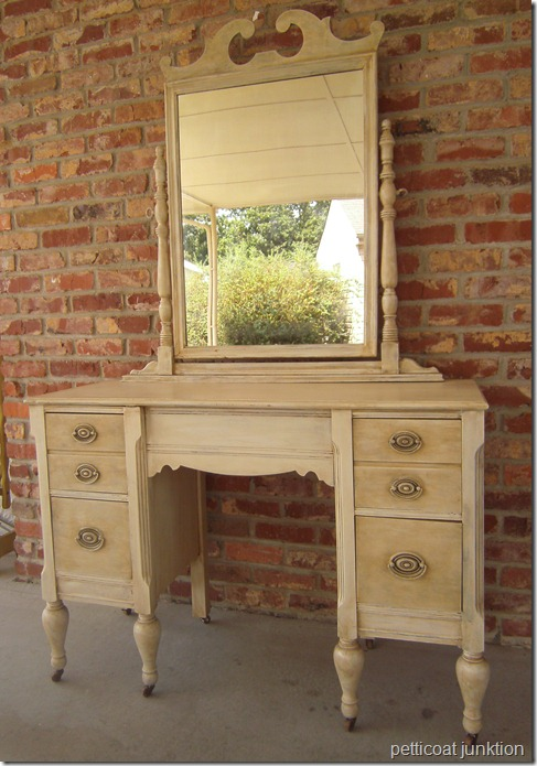 painted-aged-furniture-vanity-project-idea