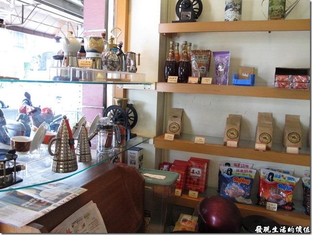 台南Halhali哈拉里咖啡專櫃中正店-哈拉里店內販賣的物品,大部分都是喝咖啡的工具及材料。