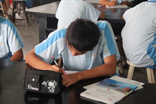 同學們在遊戲單上圈選答案