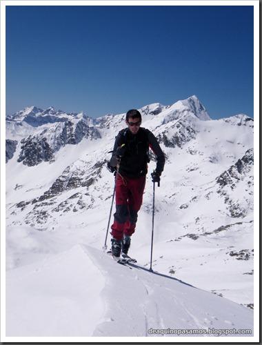 Arista NO y Descenso Cara Oeste con esquís (Pico de Arriel 2822m, Arremoulit, Pirineos) (Isra) 9413