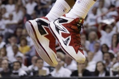 Close up LBJ8217s Nike LeBron X PS Elite Miami Heat Home PE